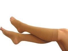 Dicas para evitar varizes: uso correto da meia elástica